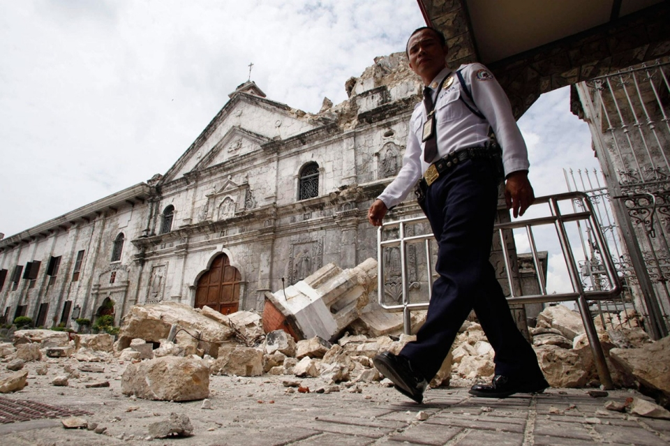 Photos Massive Earthquake Strikes Central Philippines