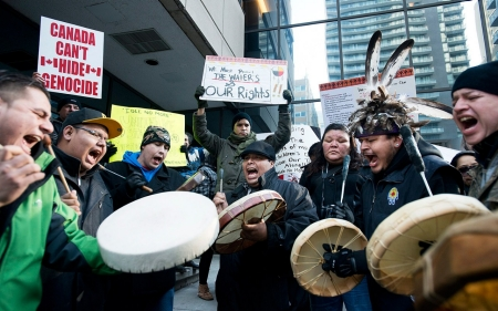 Canada shale gas protest turns violent