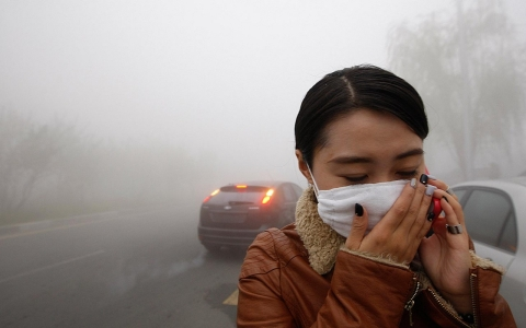 Thumbnail image for Smog chokes city in China, closing schools and airports