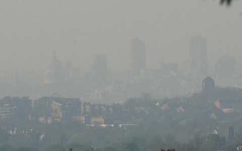 Photo of air pollution hangs over the London skyline. A recent study indicates that air pollution in Europe is linked to low birth weight.