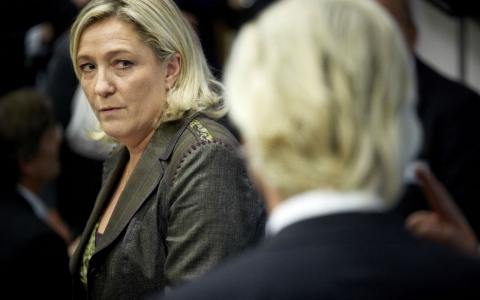 Marine Le Pen looks at Geert Wilders