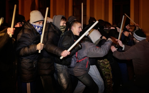 Thumbnail image for Ukraine opposition to call general strike after protests met with violence