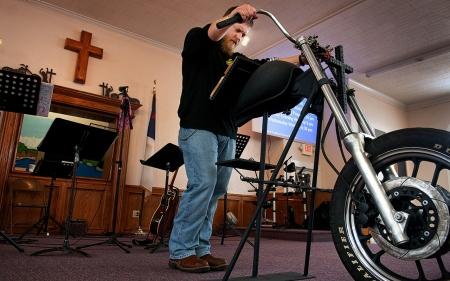 Outlaw bikers rev up for God