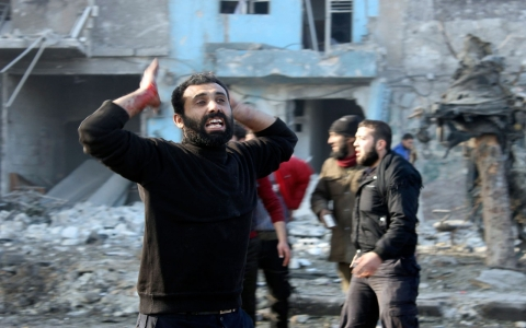 Thumbnail image for Syrian air force attacks Aleppo neighborhood with barrel bombs