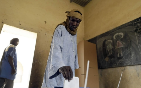 A man casts his ballot at a polling station on July 28, 2013 in Kidal, northern Mali, during the presidential election.