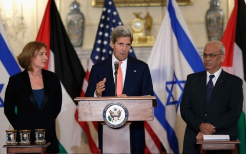 Secretary of State John Kerry announces Israelis and Palestinians to meet again in two weeks