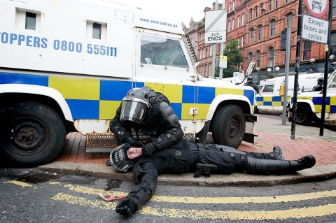 Thumbnail image for Clashes erupt in Belfast, 56 police injured