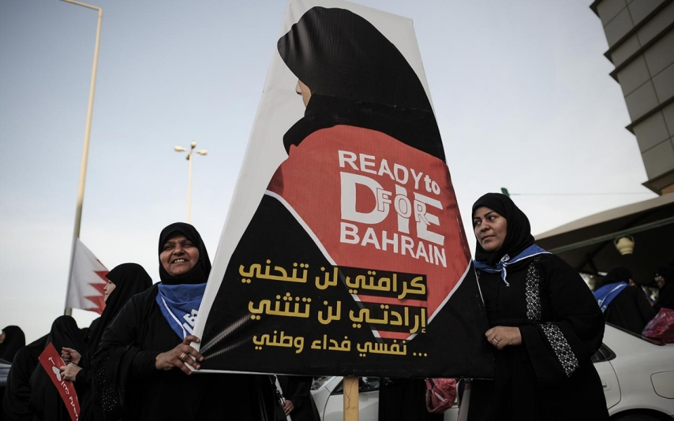 Bahrain Women Dress Bahrain Women at an