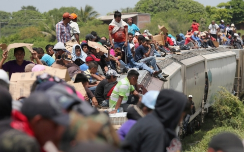 Thumbnail image for Central American migrants begin the long trip north