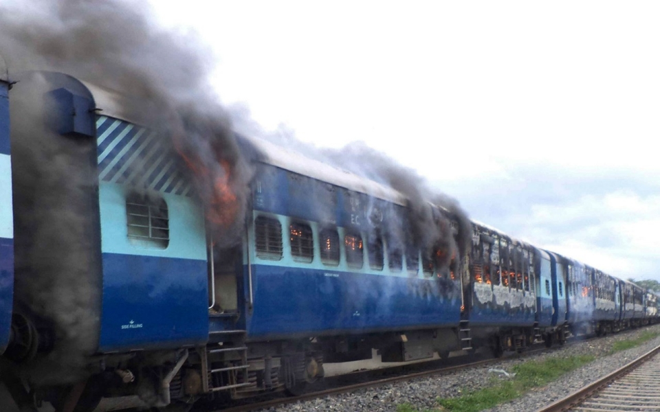 India Train Kills 28 Hindu Pilgrims Crossing Tracks Al