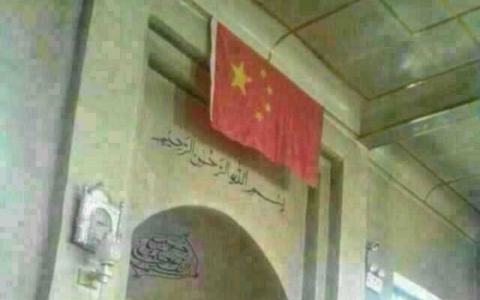Thumbnail image for Uyghurs at Xinjiang mosque have to face Chinese flag when praying