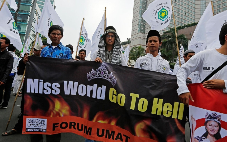 Conservative Muslims in Indonesia protest Miss World ...