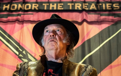 Thumbnail image for Neil Young tours to raise money for First Nations oil sands battle