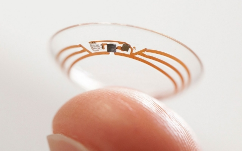 Google's smart contact lens monitors blood glucose in tears