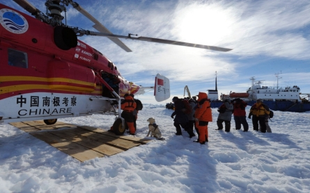 Chinese helicopter rescues passengers from icebound Antarctic ship