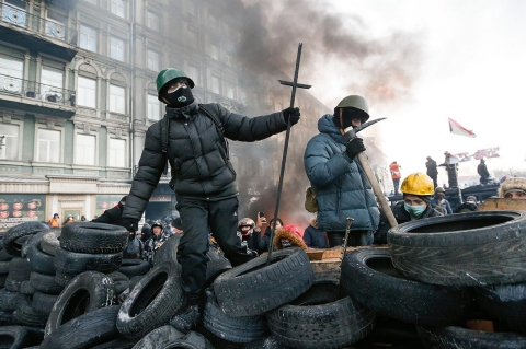 Thumbnail image for  Ukraine front-line fighters dig in for escalating battle with government