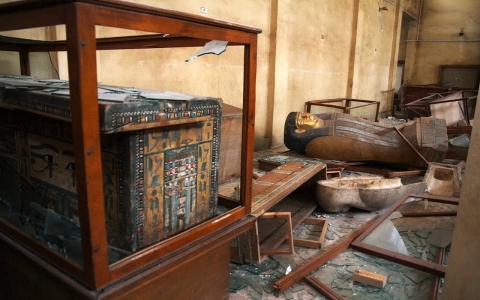 Thumbnail image for Egypt police seize looted artifacts
