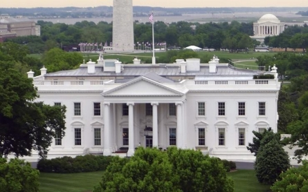Intruder caught after scaling White House fence