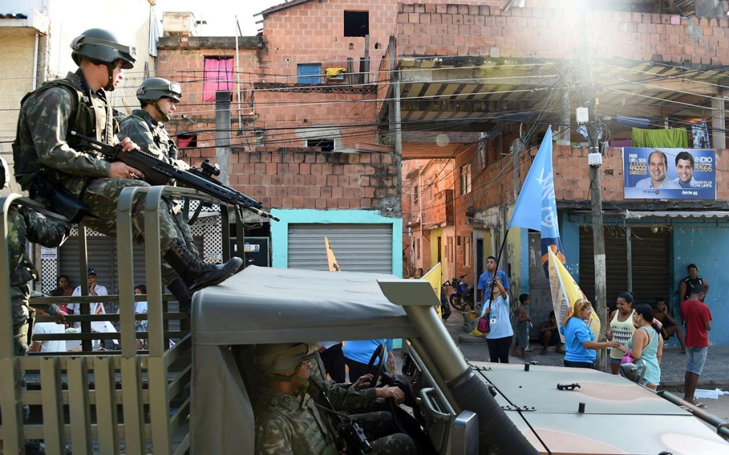 gangs in rio Recently, rival drug trafficking gangs and factions in rio de janeiro's giant  rocinha favela have fought several frightening street battles for.