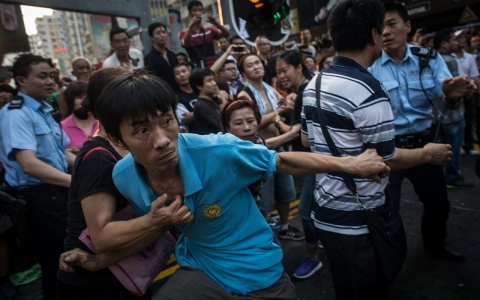 Thumbnail image for After bloody clashes in Hong Kong, students back out of government talks