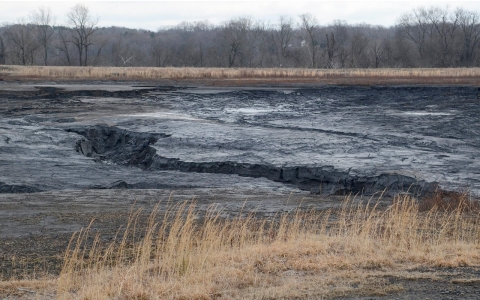 Thumbnail image for NC coal ash spill provokes state regulation, but activists criticize law