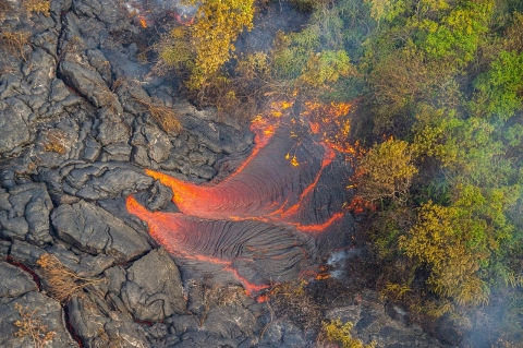 lava pond hawaii