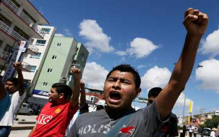 Police officer fires on Mexico City students, inflaming tensions