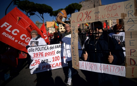 Thumbnail image for Italian workers stage general strike over jobs reforms