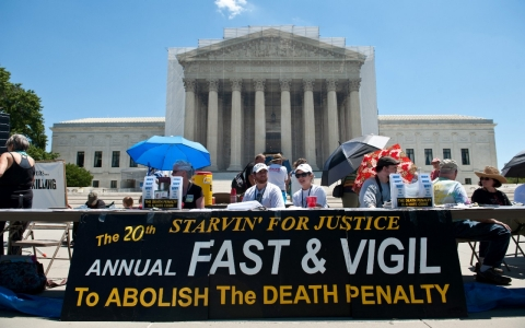 an analysis of the topic of the death penalty in the united states of america The death penalty, described in this sample argumentative essay, is a highly controversial practice in modern times while many countries have outlawed it, some (like the united states) practice capital punishment on the state level.