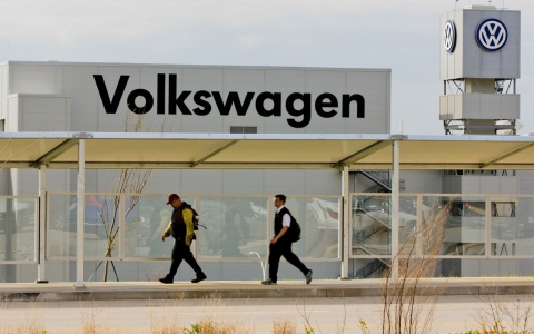 Thumbnail image for Auto workers union seeks to gain influence in South through Volkswagen