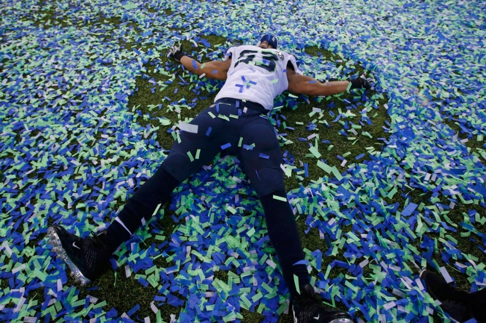Seahawk Malcom Smith Makes A Confetti Angel After His Team Defeated The Broncos Shannon Stapleton Reuters Trophy