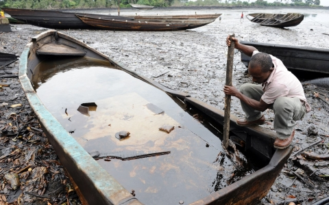 Thumbnail image for Nigerian community rejects Shell oil spill compensation offer