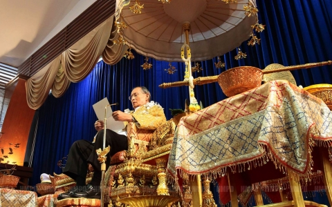 Thumbnail image for Thai king urges stability, but remains silent on current political crisis
