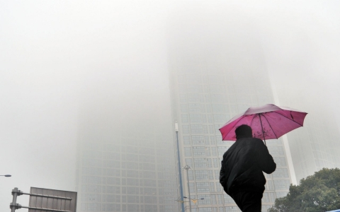 Thumbnail image for Chinese man sues government over smog