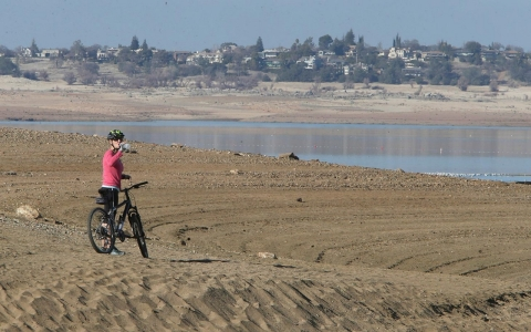 California drought dry lakebed