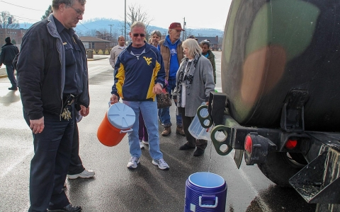 Thumbnail image for Photos: West Virginians struggle without water