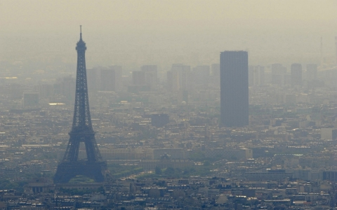 Thumbnail image for Paris offers free rides, restricts driving amid choking smog