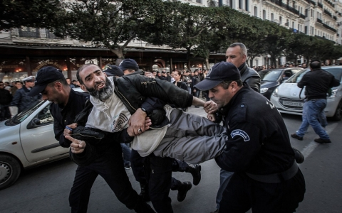Thumbnail image for Algeria cracking down on political dissent, Human Rights Watch says