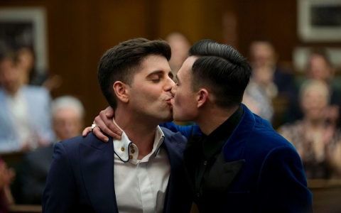 Thumbnail image for Same-sex couples in Britain begin to marry, with country's support