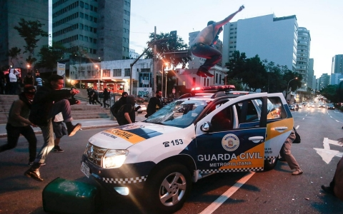 Thumbnail image for Brazil protesters disrupt Rio military parade
