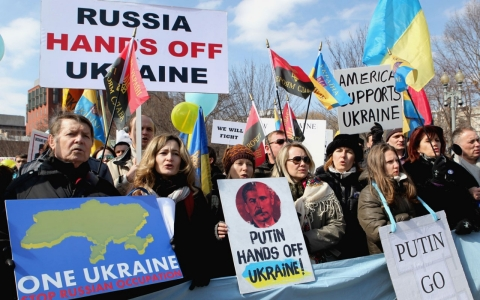 Thumbnail image for US-Russia relations 'paramount,' says Putin, but Crimea sees more troops