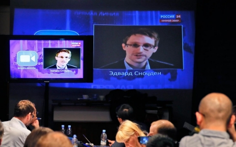 Thumbnail image for Spy to spy: Putin talks to Snowden