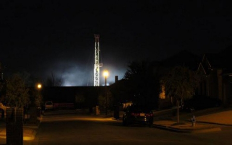 Thumbnail image for Group seeks fracking ban in Texas town