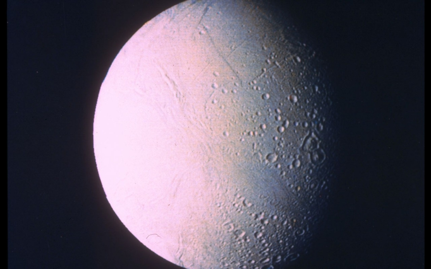 Small Saturn moon has underground ocean, study shows | Al ...