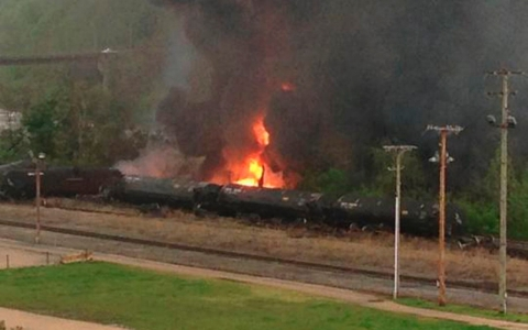 Thumbnail image for Train carrying oil derails, explodes in Virginia