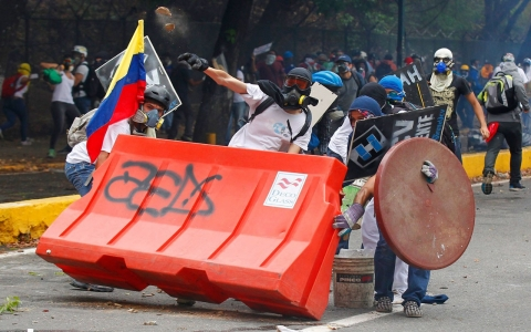 Thumbnail image for Spain halts riot-control gear exports to Venezuela amid fresh protests
