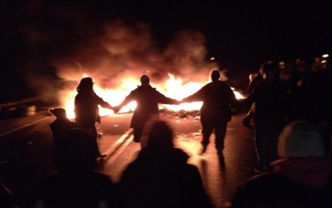 Thumbnail image for Fires still burn after shale gas protests in New Brunswick