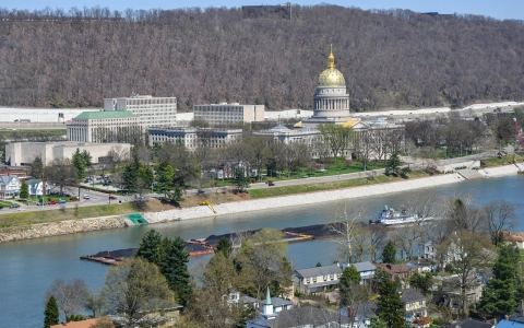 Thumbnail image for Chemical spill fails to loosen coal's grip on West Virginia politics
