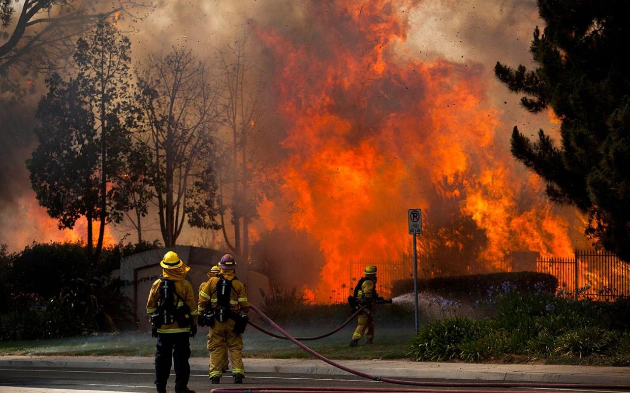 Wildfires Menace Southern California Thousands Evacuated
