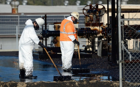 Thumbnail image for Toxic fumes, health concerns remain after LA pipeline rupture